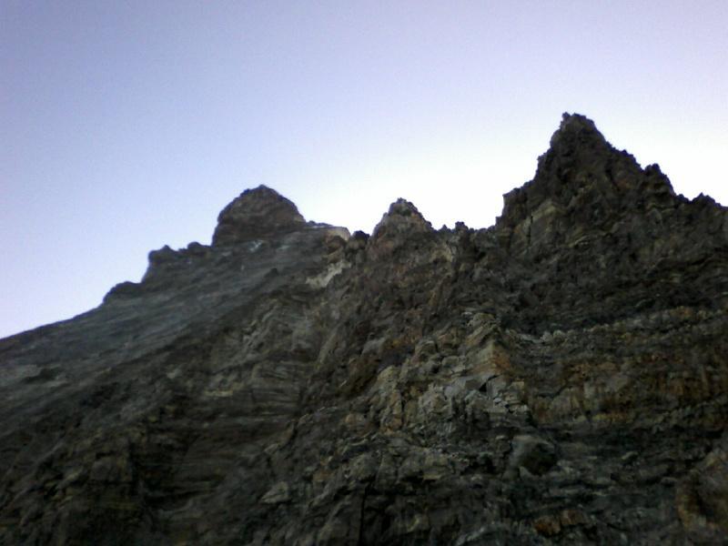 nella parte bassa della cresta vista in discesa