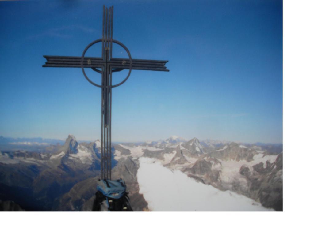 La croce di vetta del Taschhorn