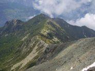 La cresta di discesa, sullo sfondo il Monte Lyan