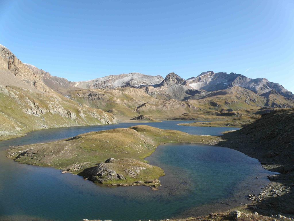 Il lago Leita e sullo sfondo il Taou Blanc