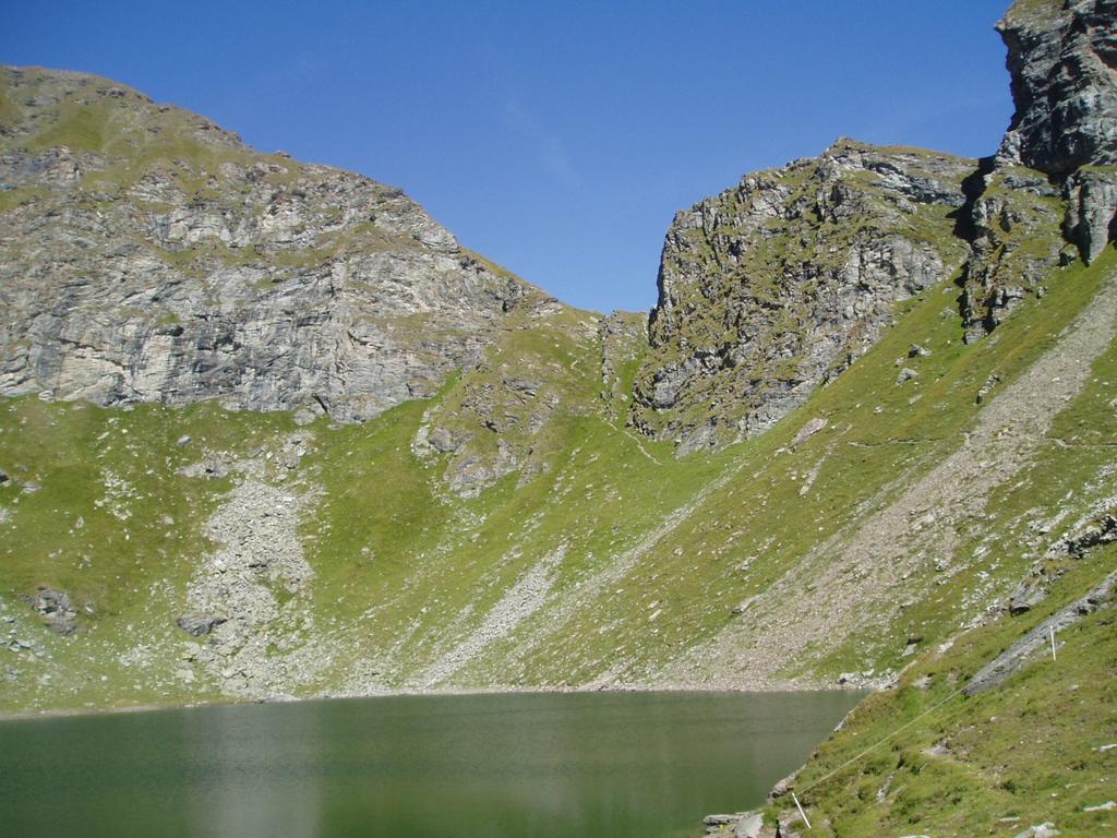 Il colletto di discesa sul Lago Bringuez
