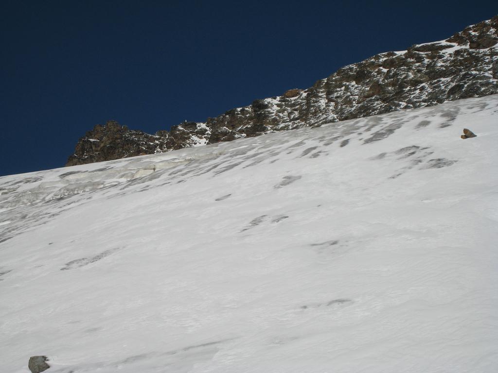 Sul ghiacciaio(si vede la Madonna di vetta)
