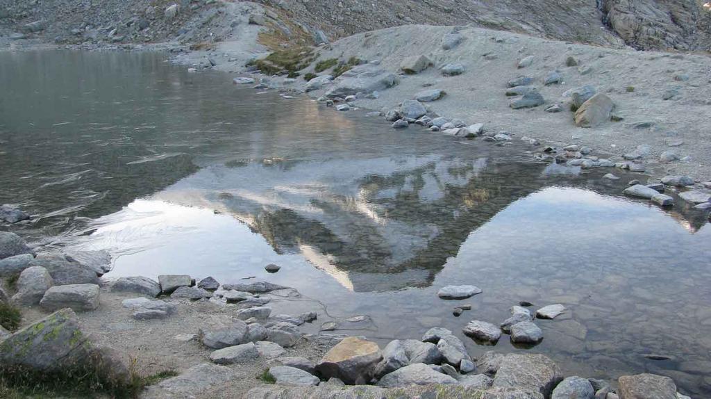 il Ciarforon si specchia nel lago del rifugio