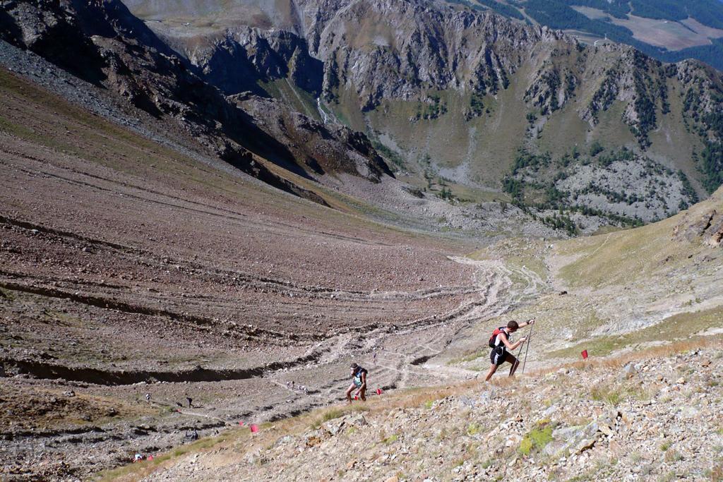 Shyrunner in salita verso il Col Carrel