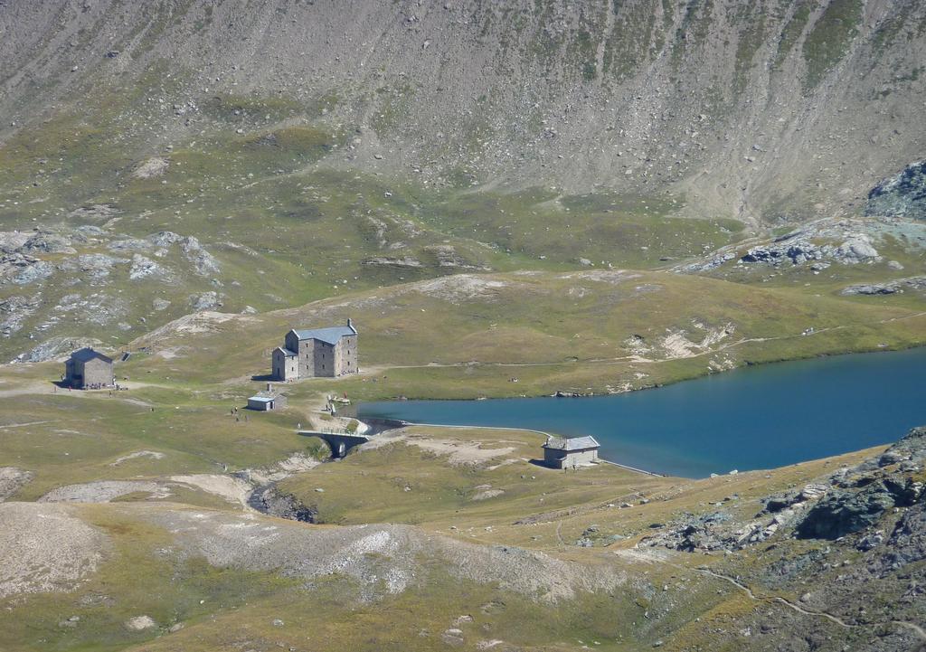 Lago e rifugio Miserin dalla Fenètre