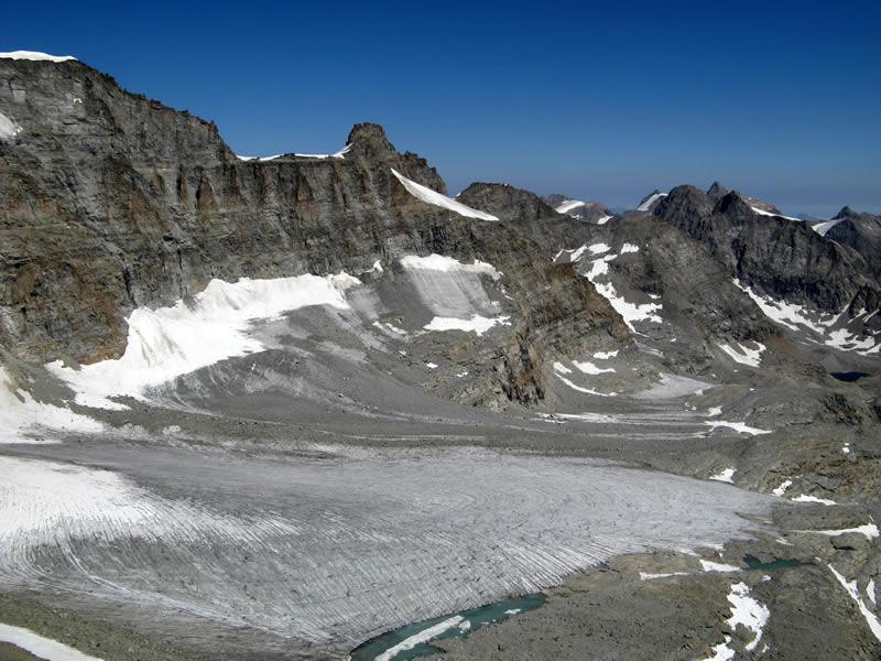 Ghiacciaio di Noaschetta. In alto la Cresta Gastaldi e la Punta Ceresole.