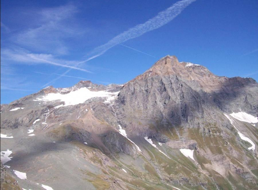 Da sx: P.ta Chalanson(3465m), Piccola Ciamarella(3470m), Uja di Ciamarella(3676m)