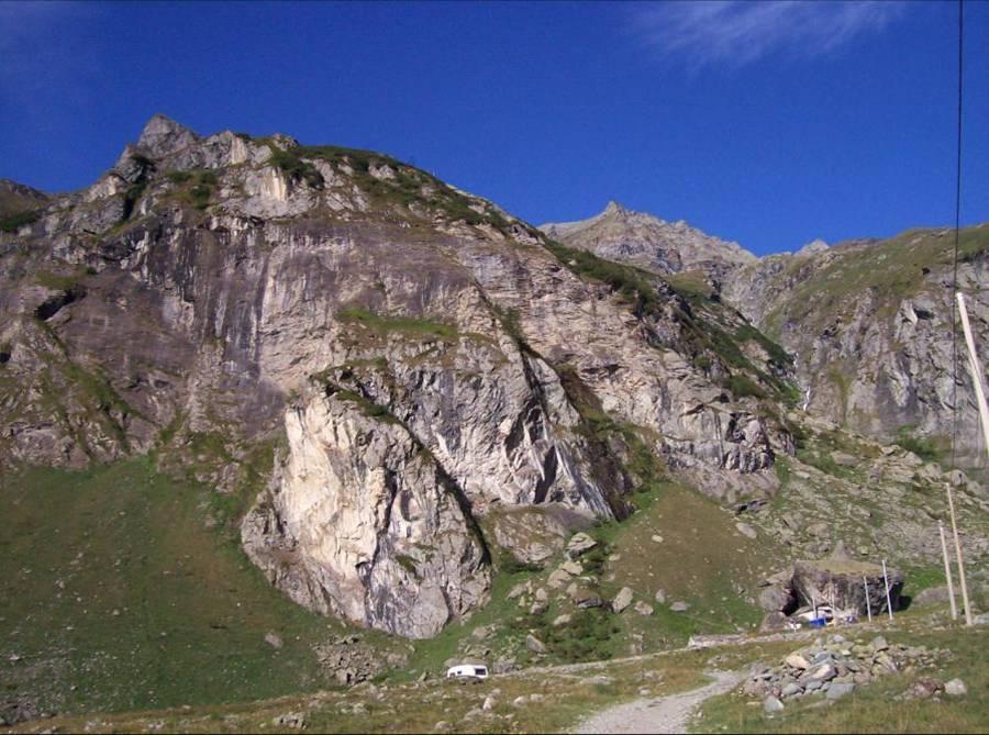 Rocca Turo (quasi al centro) dal Pian della Mussa