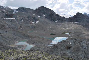 Laghi di Usselettes e Pointe des Invergneures  visti da Passo Alto