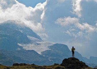 ...in Val di Bagnes con sullo sfondo il maestoso Gran Combin...