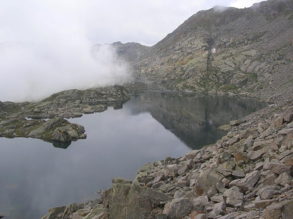 Il Gran Lago di Unghiasse visto dal suo estremo orientale.