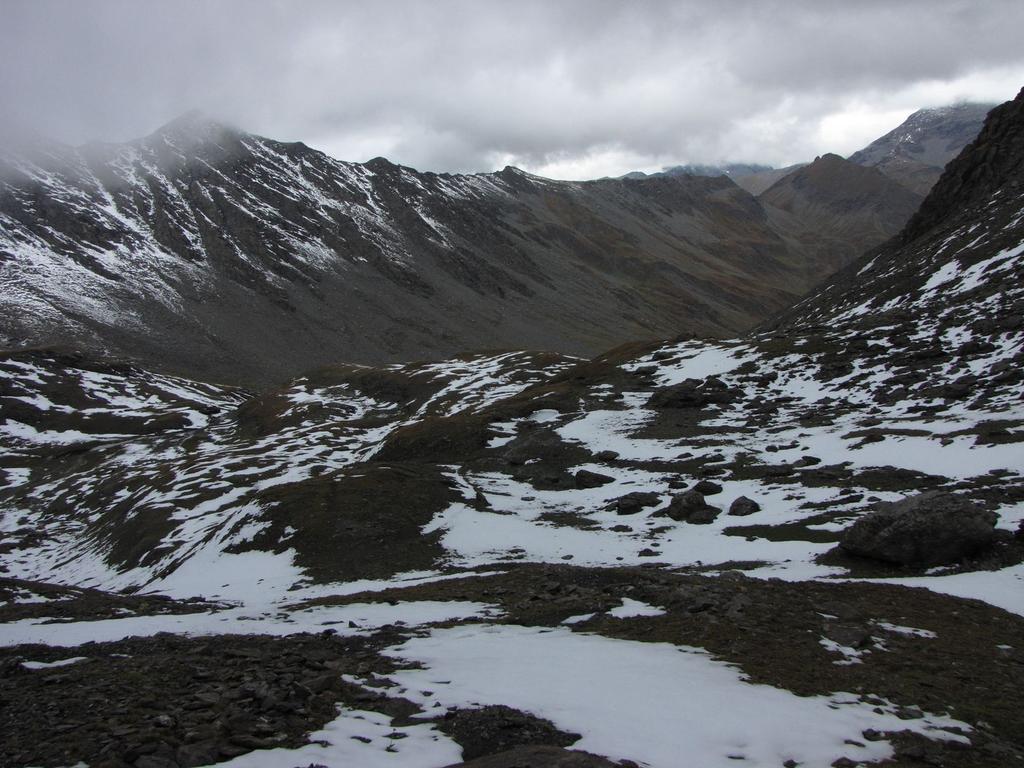 il vallone seguito in salita visto dal Passo della Longia (20-9-2009)