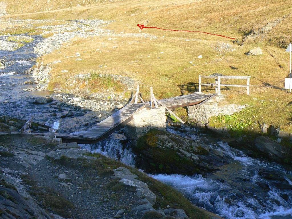 ponte pericolante e percorso corretto
