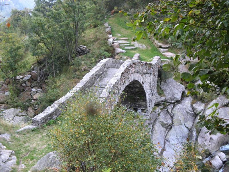 Ponte romanico sul Burdeiver