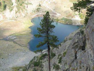 Il lago visto dalla parete.