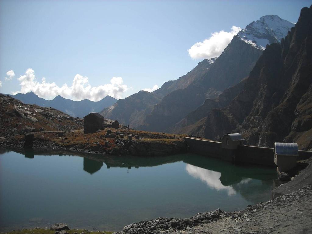 Il lago della Torre con a dx il M.te Lera