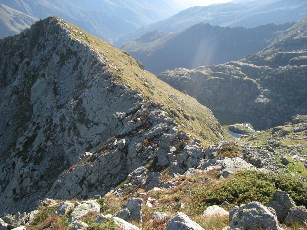 In basso il Lago Creus visto dai pressi della P. Occ. dei Burè
