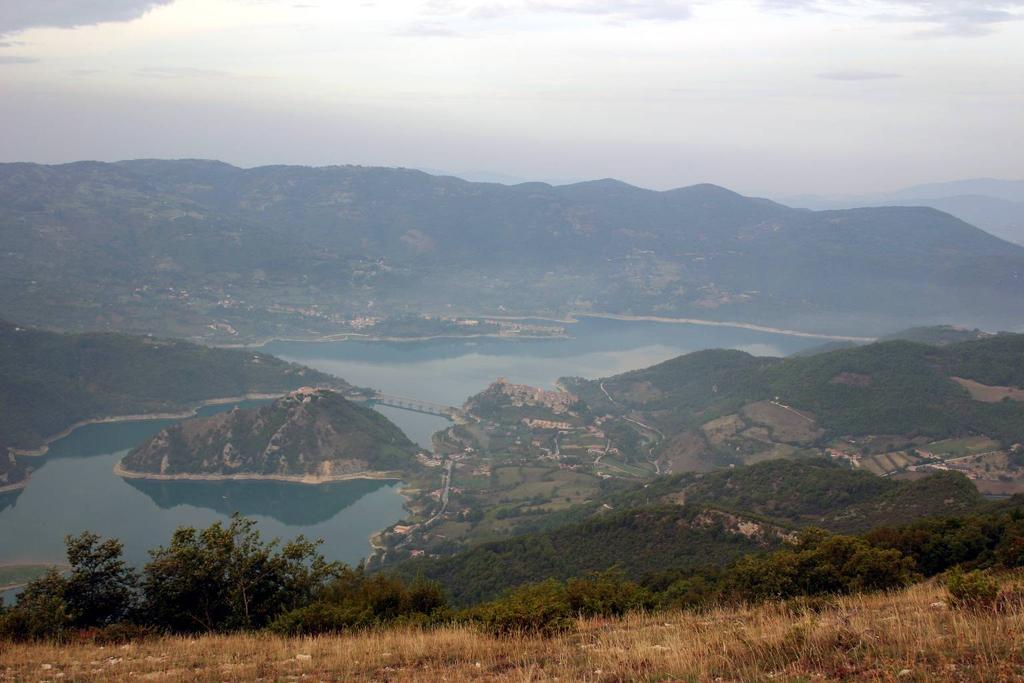 Panorama sul lago del Turano