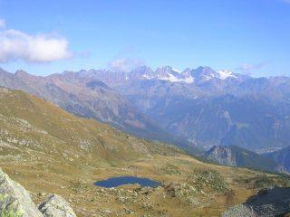 Il lago d'Arcoglio visto dalla cima del monte Arcoglio