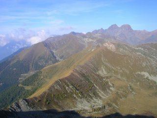 La lunga cresta Arcoglio - Sasso Bianco vista dalla cima del Canale