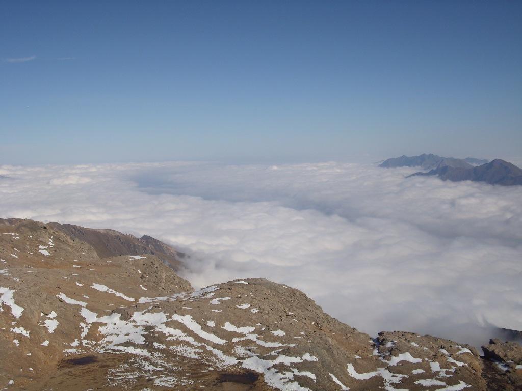 12 - Mare di nuvole verso la pianura, dalla cima dei Fourneaux