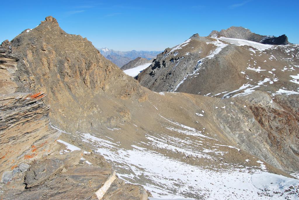 La cresta che dalla Punta Bassac Nord scende al Truc Blanc