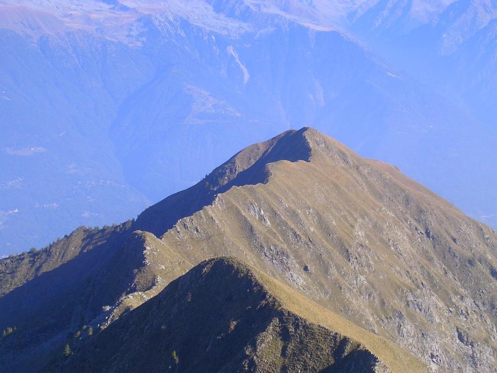 Il pizzo Meriggio visto dalla cima del Monte Campaggio