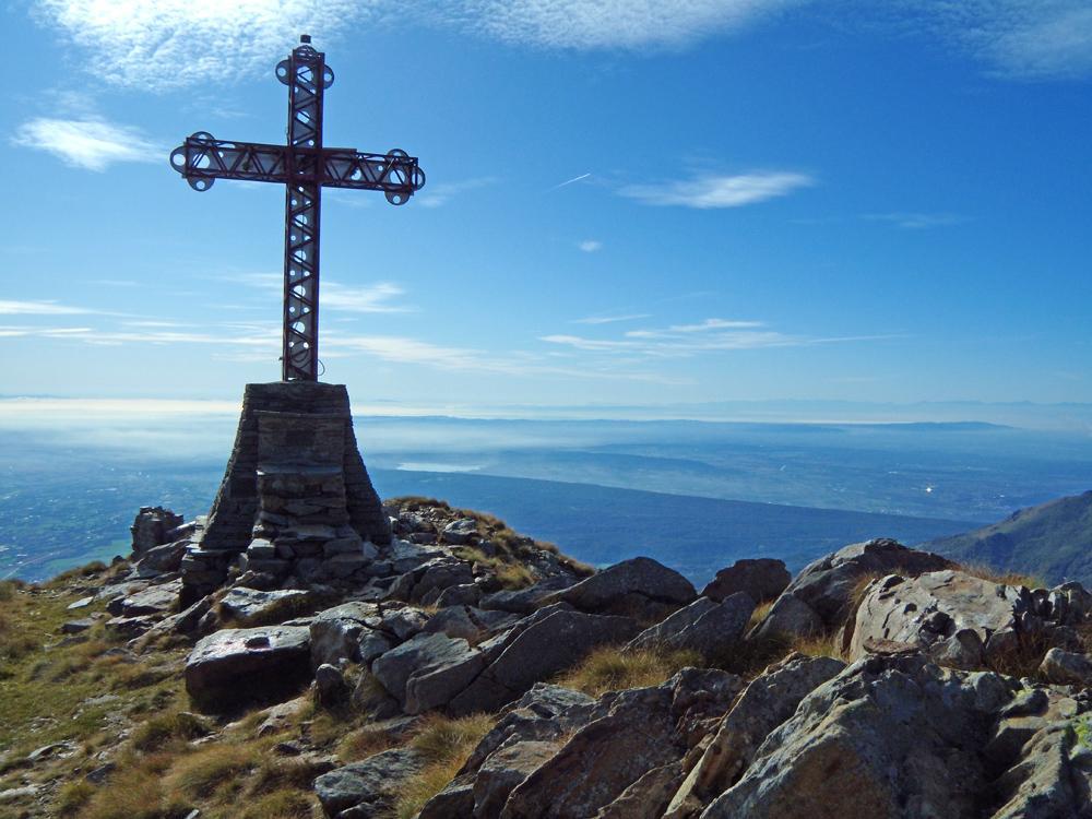 Lago di Viverone e colline della Serra dalla croce.