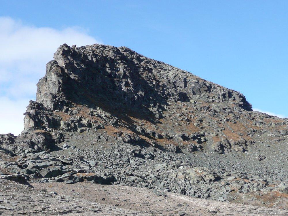 Rothorn, cresta dritta e cresta di salita a destra.