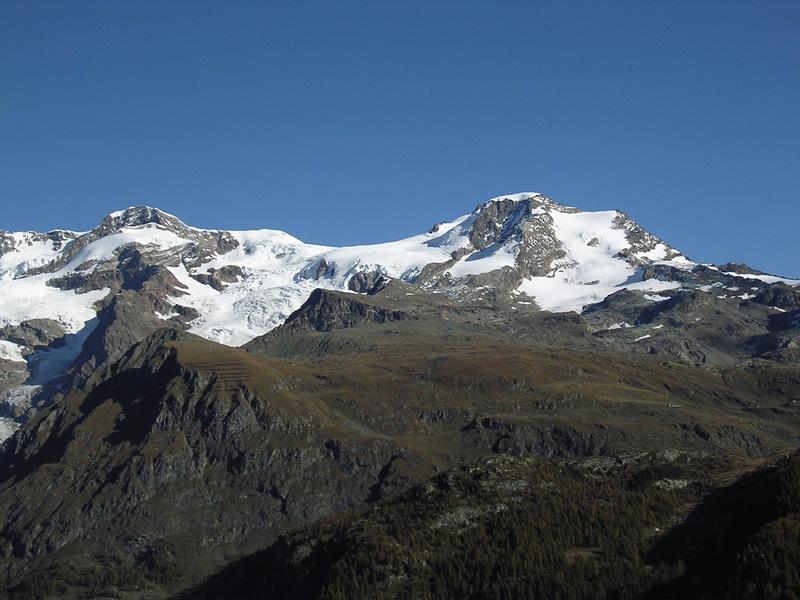 Monte Rosa sullo sfondo e Alta Luce al centro della foto