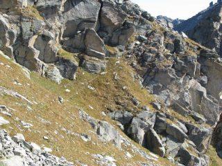 La cengia che permette un comodo accesso al Colletto Giardonera o Baracot