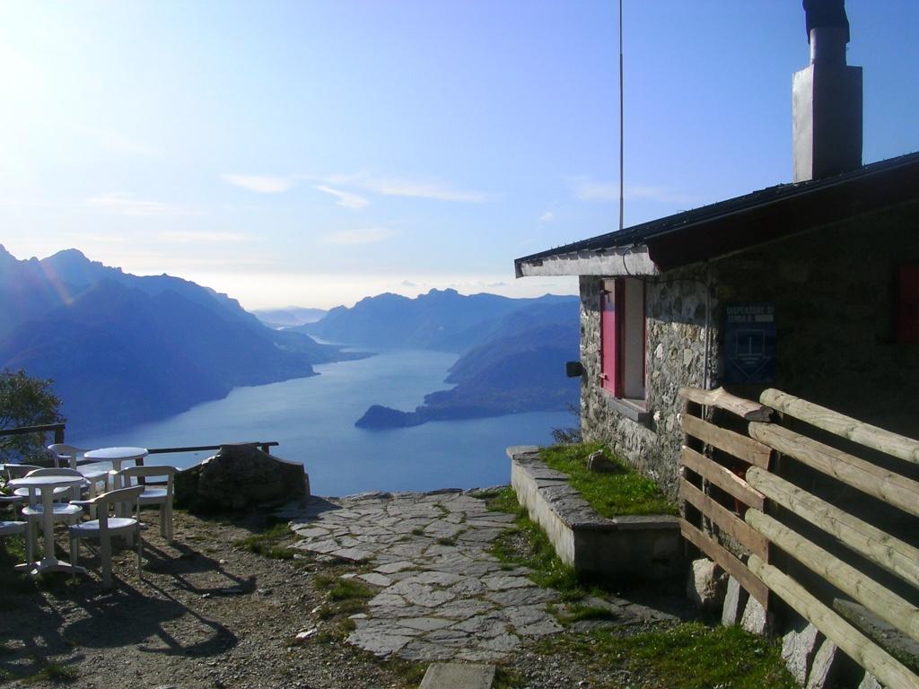 Quel ramo del lago di Como che volge a mezzogiorno visto dal rifugio Menaggio