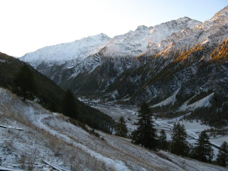 La valle Argentera alle prime luci dell'alba