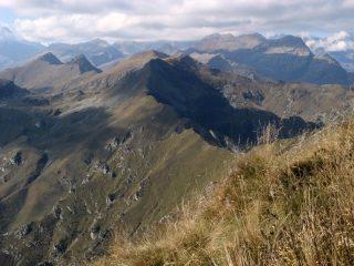 La cresta prosegue verso il Bellavarda...