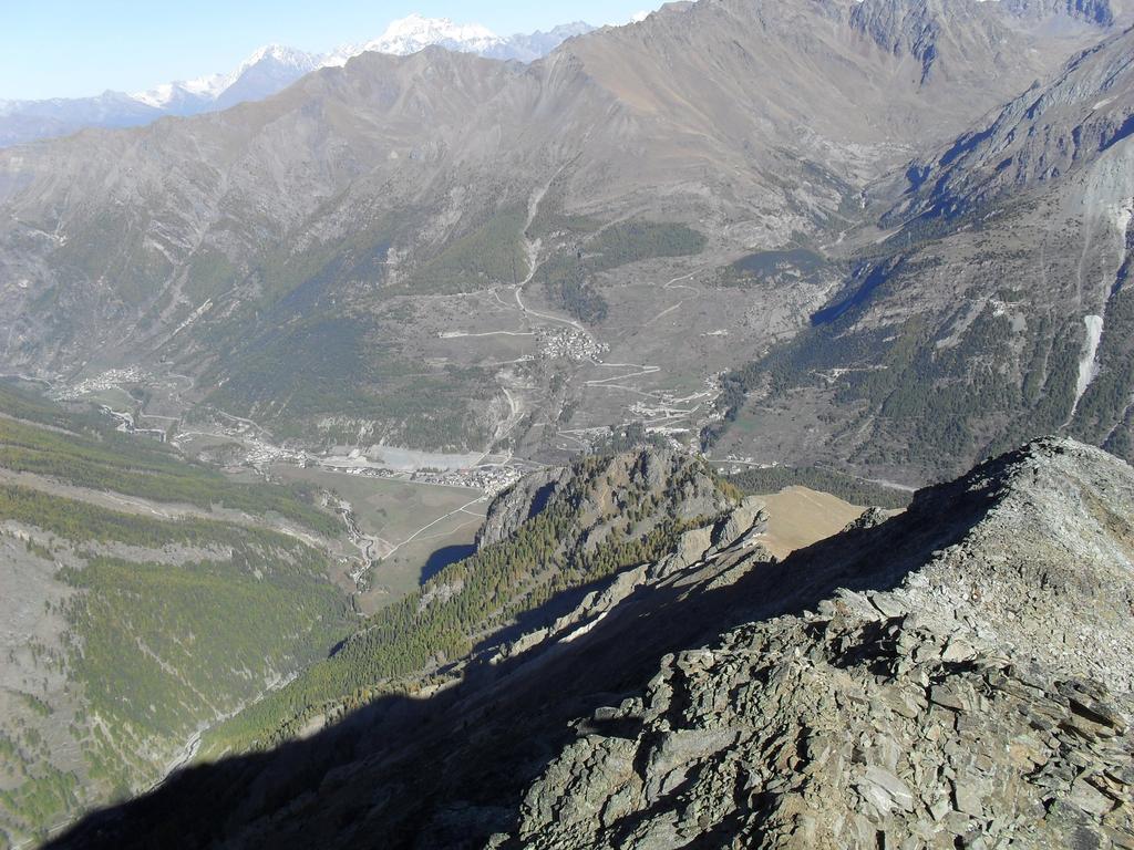 Cogne e Gimillan dalla punta con panorama sul Gran Combin