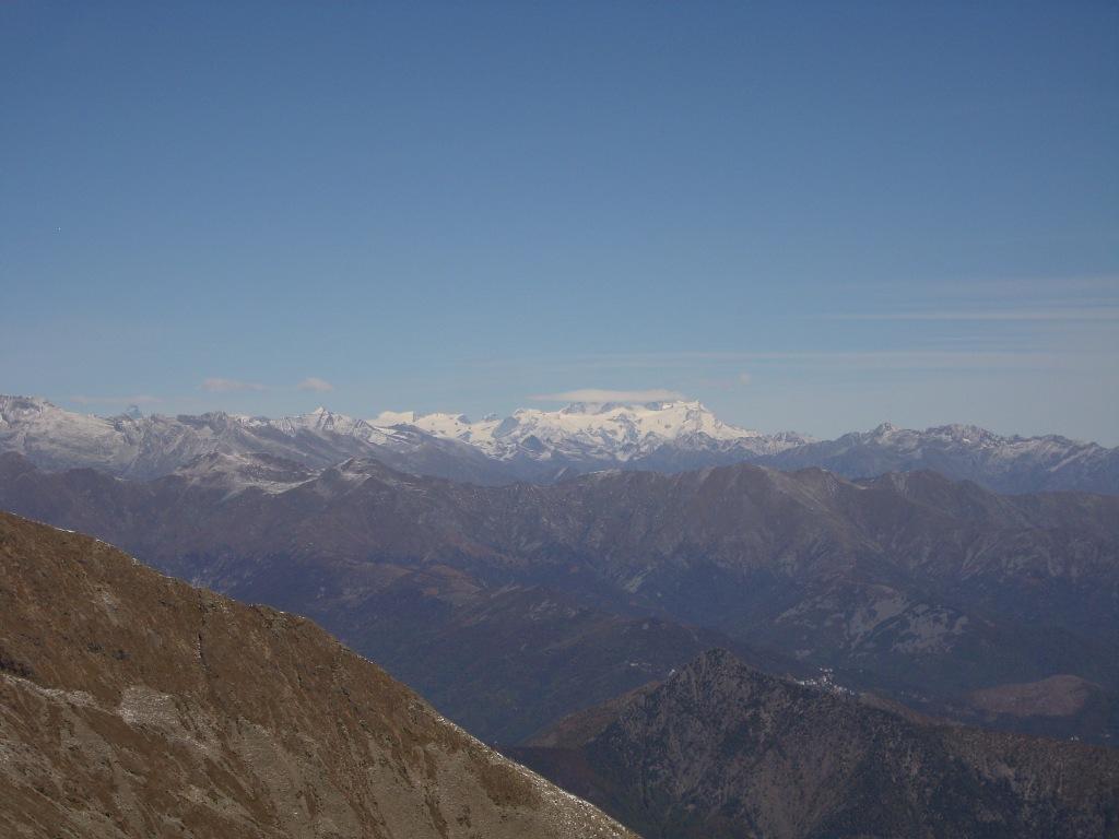 10 - Dalla Cima, Il Monte Rosa... e la punta del Cervino che sbuca a sinistra