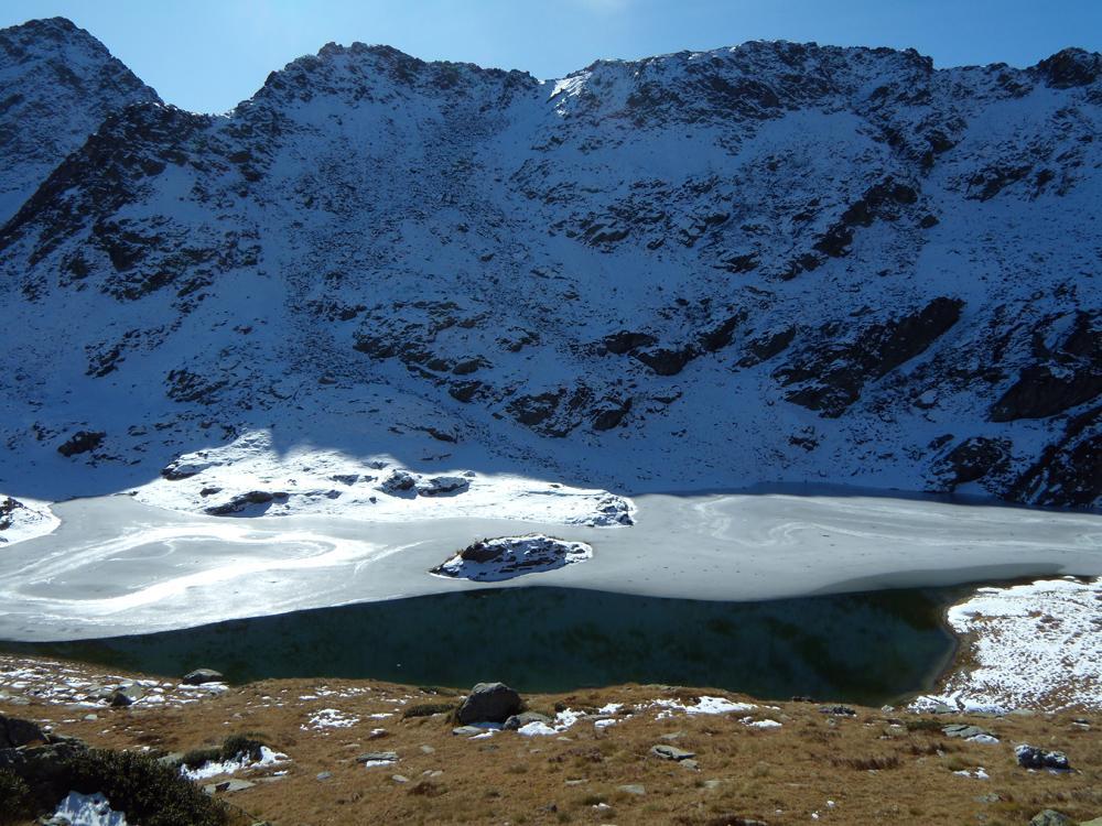 Lago Chilet quasi completamente gelato.