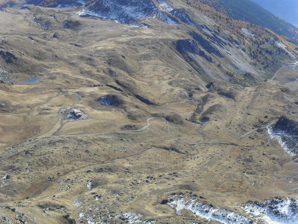 Il rifugio in costruzione  in localita' le Crotte