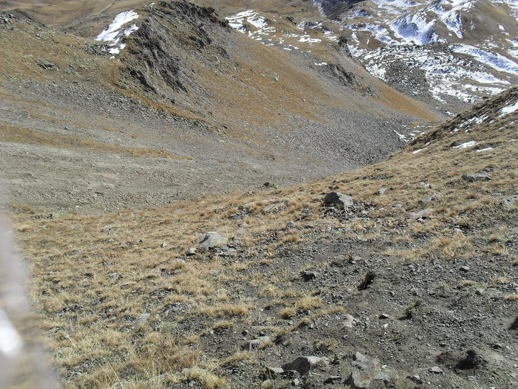 Il ripido pendio per il colletto a sinistra della cresta finale
