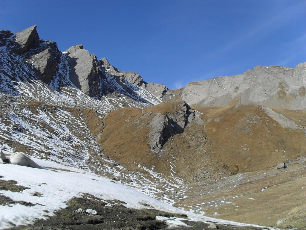 il colletto ripido con a sinistra il monte Tapie