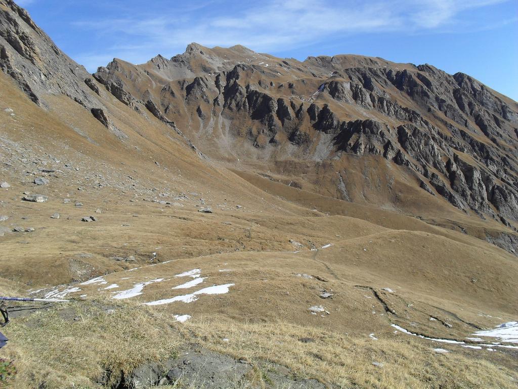 Il sentierino che porta dal rifugio al gran S. Bernardo