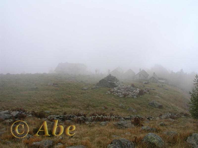 Rifugio Parpinasca nella nebbia.
