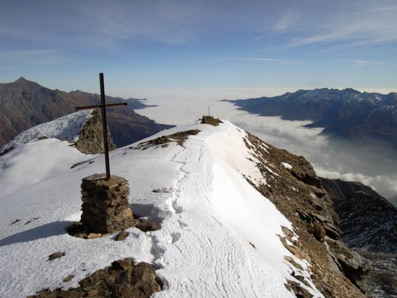 Dalla cima mare di nebbia sulla Val di Susa