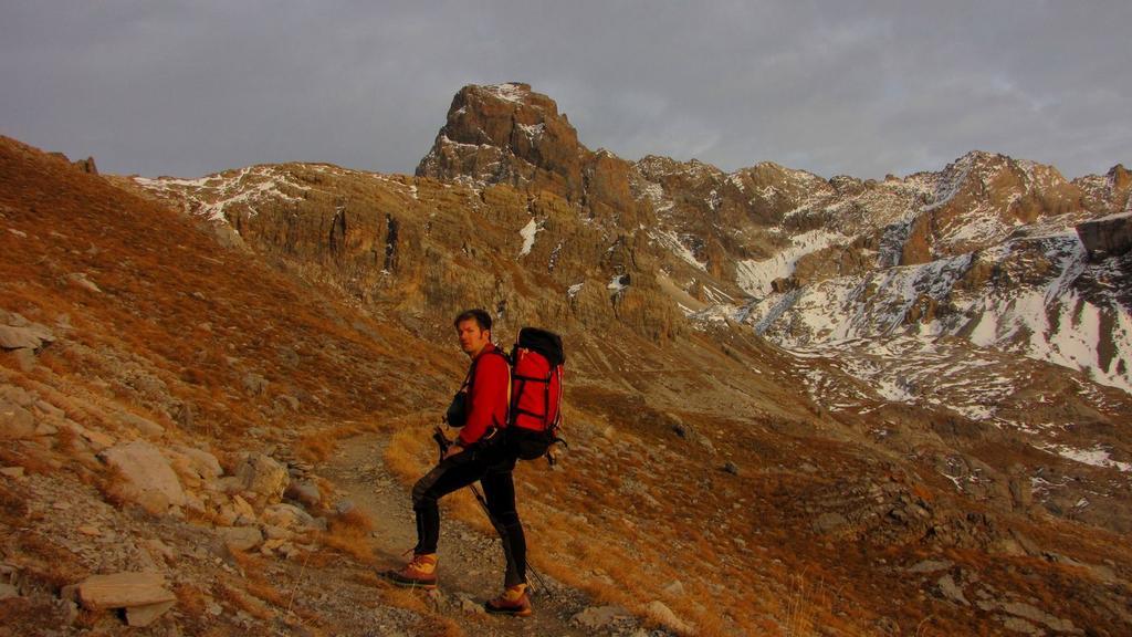 salendo verso il Refuge de Chambeyron...con le luci del tramonto ! (31-10-2009)