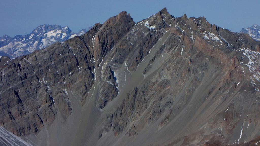 panorami dalla cima : Pic Nord e Sud de la Font Sancte (1-11-2009)