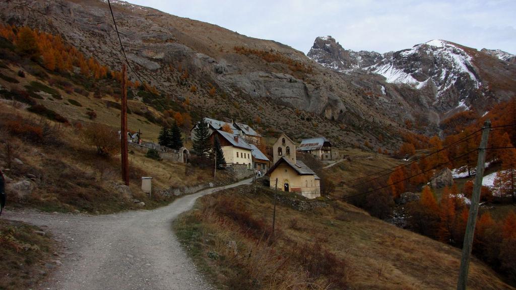 Fouillouse, punto di partenza per la salita al Refuge de Chambeyron (31-10-2009)
