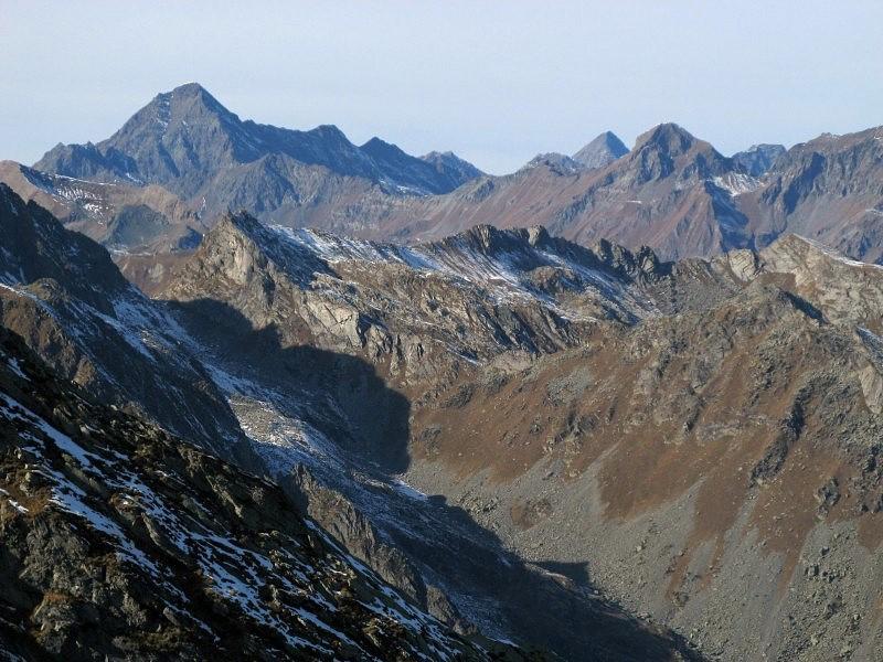 Testa del Vallone di Brenve e il Colle Fricolla; sullo sfondo la Tersiva.