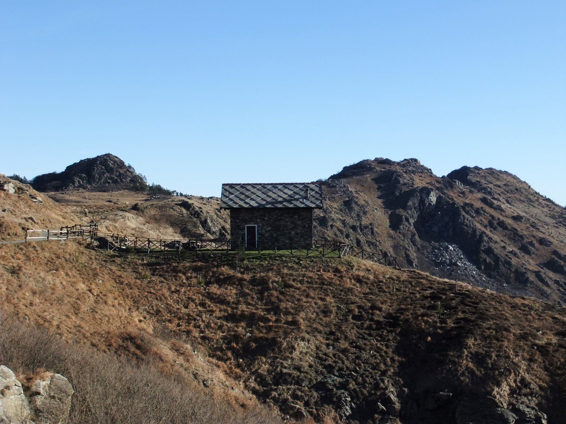 Casa Miniera e Monte Rama a destra