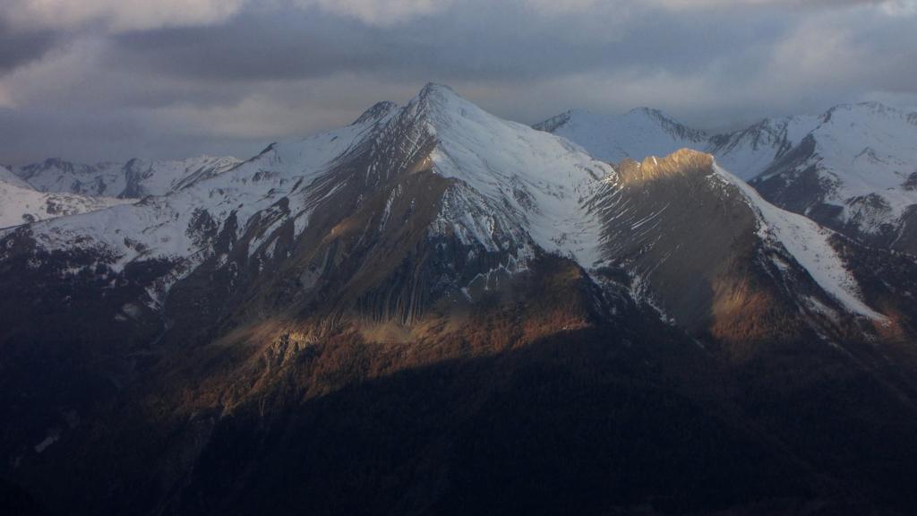 la Tete de Vallon Claus da quota 2400 m. lingo il sentiero per il Ref. de Chambeyron (22-11-2009)