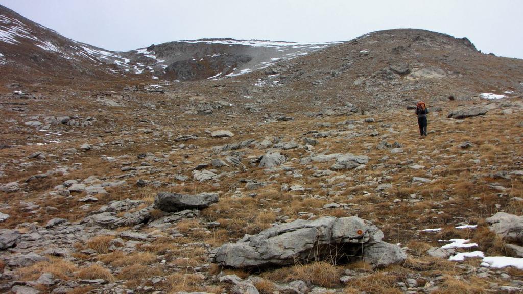 Alessandro sale all'inizio del costone Sud-Ovest del Bec Roux (22-11-2009)